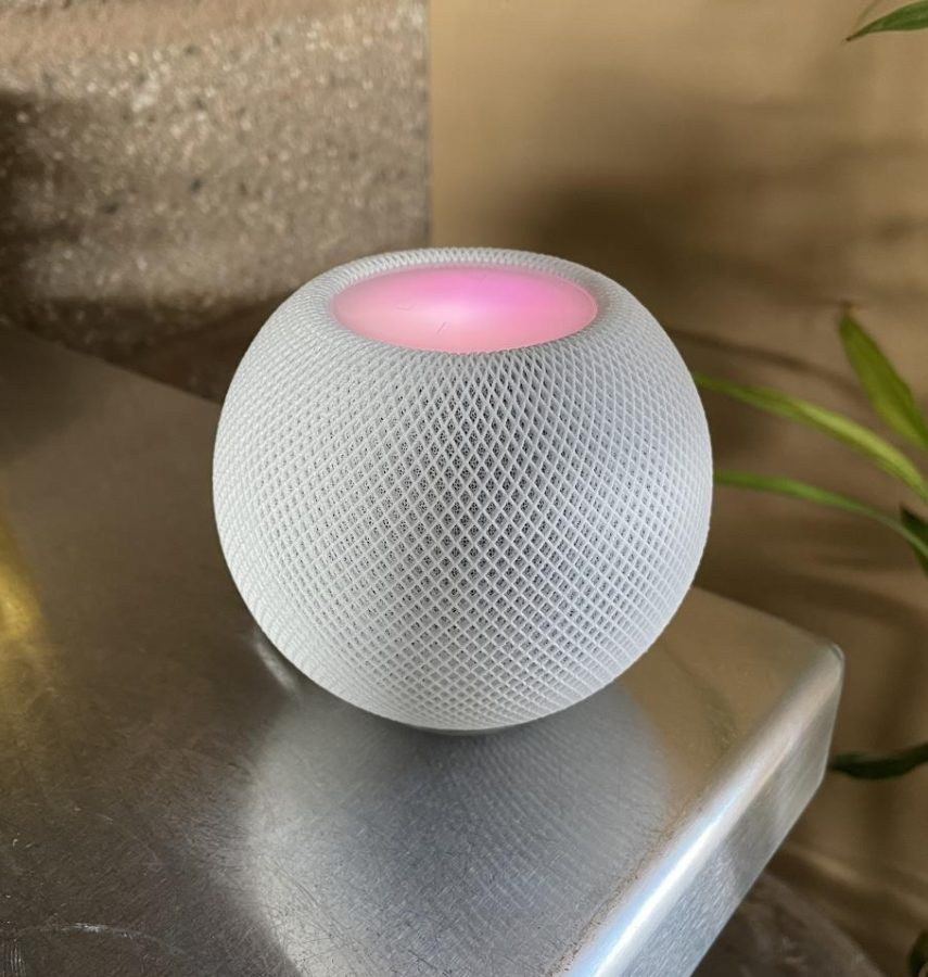 Surprisingly high quality sound for the size of this speaker, the Apple Homepod is competition for the Amazon Alexa and the Google Home.
